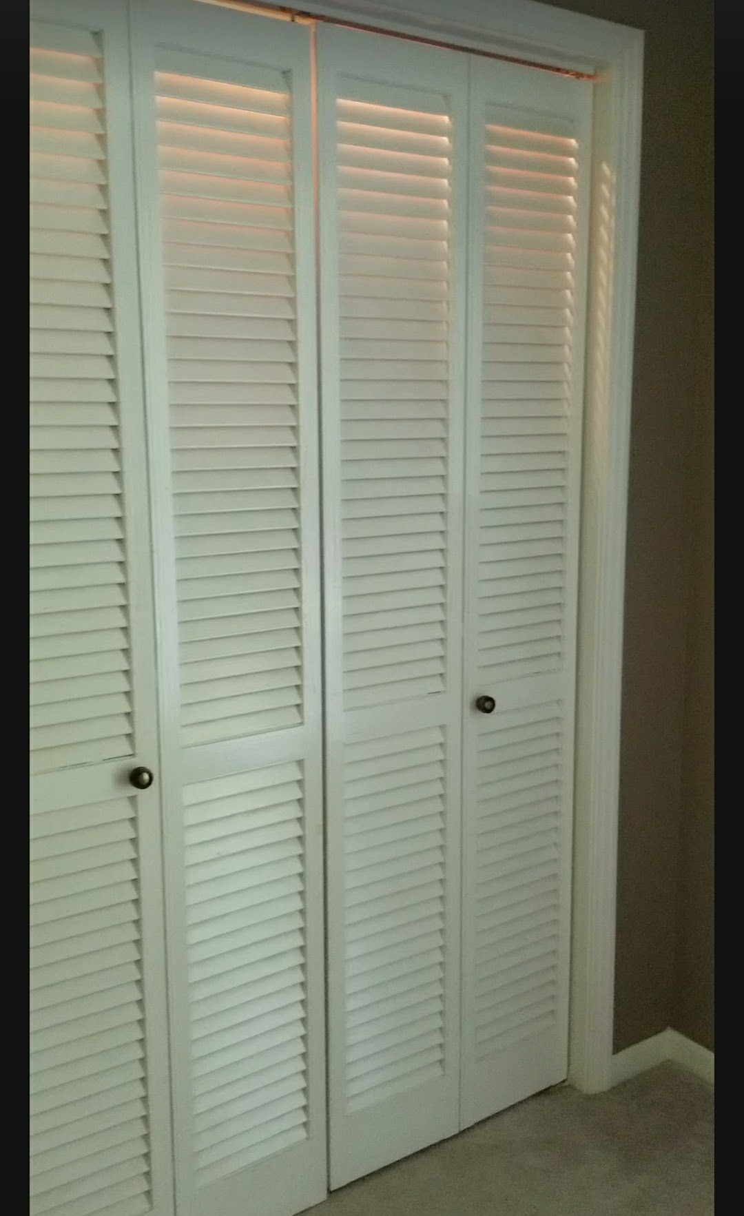 Before Farmhouse Inspired Bi Fold Closet Door Makeover.
